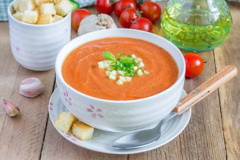 carrot tomato soup with pepper powder and garlic